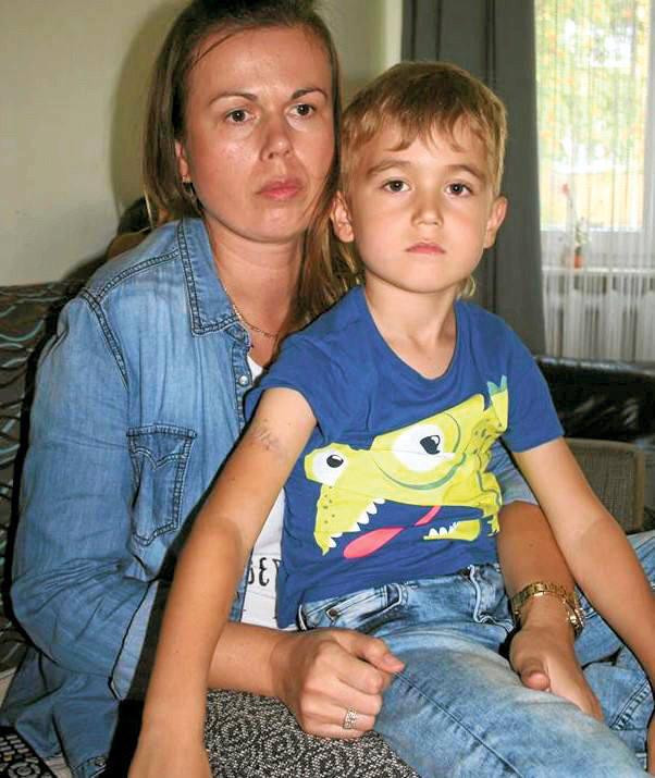 - Boimy się tego złego psa - mówi pani Elżbieta, mama Igorka.