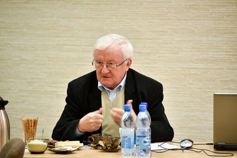 W piątek (18 kwietnia) o przekazywanie seniorom maseczek apelował do władz przewodniczący miejskiej rady seniorów (to ciało doradcze prezydenta - przyp. red.) Lech Feszler. <br /> <br />