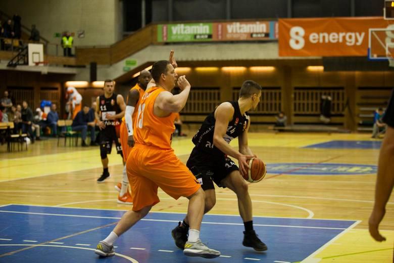 Pod wodzą Wojciecha Downar-Zapolskiego R8 Basket wygrał w Warszawie