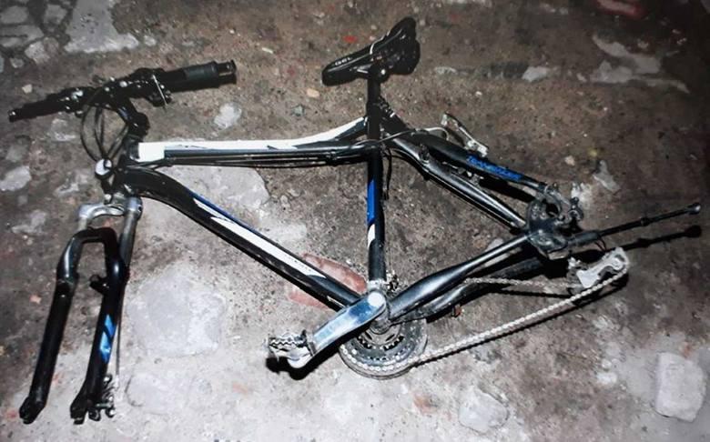 Zabezpieczone rowery mają numery fabryczne. W momencie ujawnienia miały wymontowane koła, które policjanci również zabezpieczyli. - Osoby, które mogą