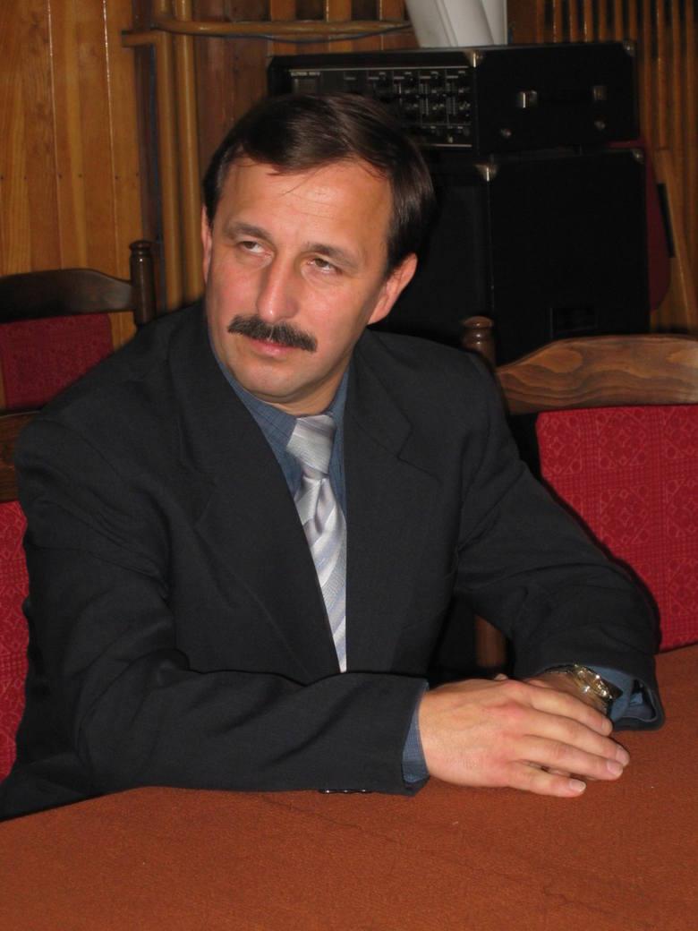 Ireneusz Owczarek ostatnio pełnił funkcję dyrektora ds. technicznych w szpitalu powiatowym w Radomsku. W latach 2006-2010 był wiceprezydentem Radoms