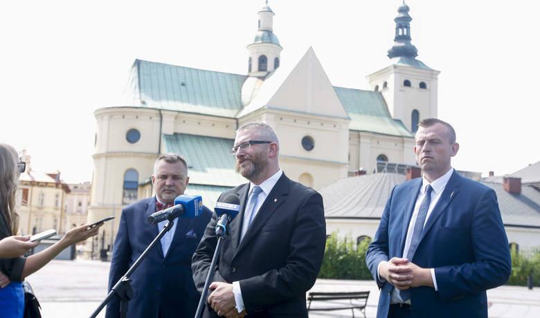 Konfederacja Wolność i Niepodległość dziś w Rzeszowie zaprezentowała liderów list w wyborach do parlamentu 2019 w podkarpackich okręgach wyborczych.