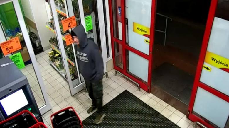 Cały czas nie wiadomo, co stało się z 28-letnim Karolem Olkowskim, który zaginął 22 stycznia tego roku. Szuka go rodzina i policja. Śledczy prezentują