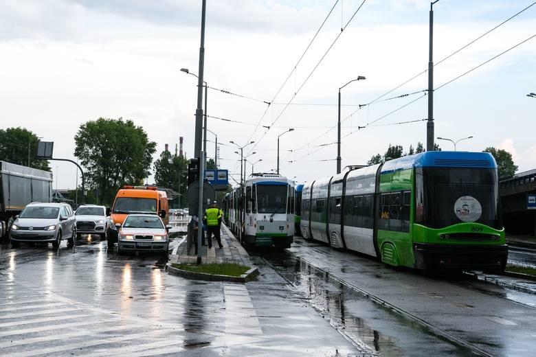 Burza i ulewa w Szczecinie (20.05.2019). Zalane ulice, tramwaje sparaliżowane [ZDJECIA, WIDEO]