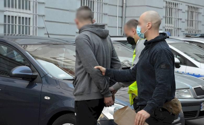 W środę 6.05.2020 r. policjanci zatrzymali pięć osób podejrzanych o zniszczenie mienia podczas imprezy pod Pachołkiem w Gdańsku Oliwie