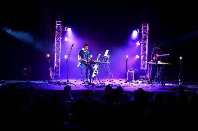 LESKI to polski wokalista tworzący muzykę z pogranicza dream popu i indie folku,gitarzysta i autor tekstów.