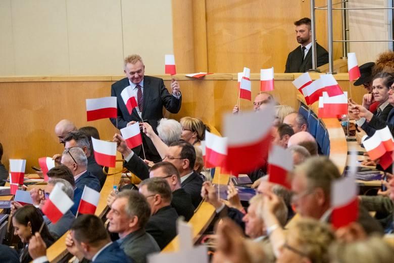 """Konwencja PiS w Poznaniu: """"Przynależność do UE jest wymogiem polskiego patriotyzmu. Ale to nie oznacza, że musimy się na wszystko zgadzać&a"""