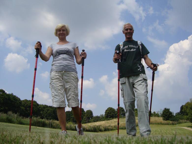 Kijki - czyli nordic walking - wybiera 11 proc. gorzowian, w tym państwo Monika i Bernard Więckowie .