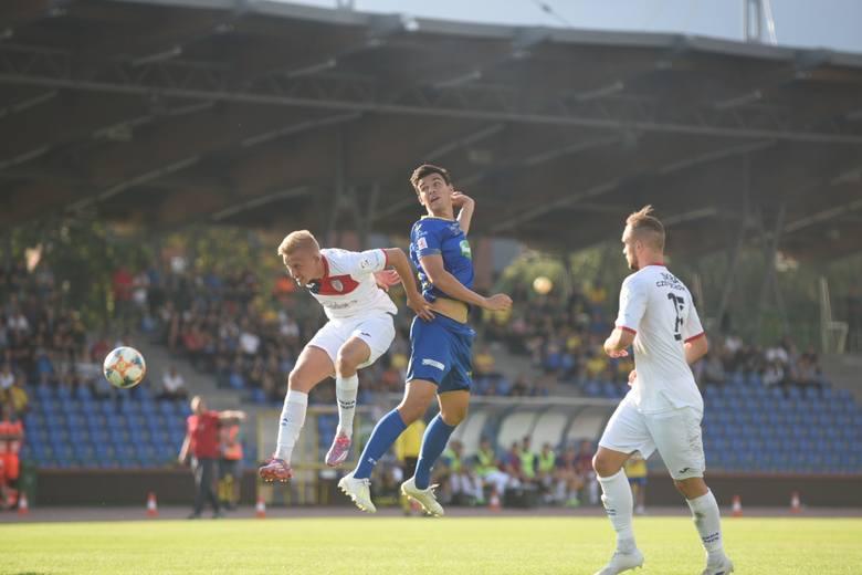 Elana Toruń zremisowała 1:1 ze Skrą Częstochowa w meczu 5. kolejki II ligi. Gospodarze strzelili gola na wagę remisu w doliczonym czasie gry.Piłkarze