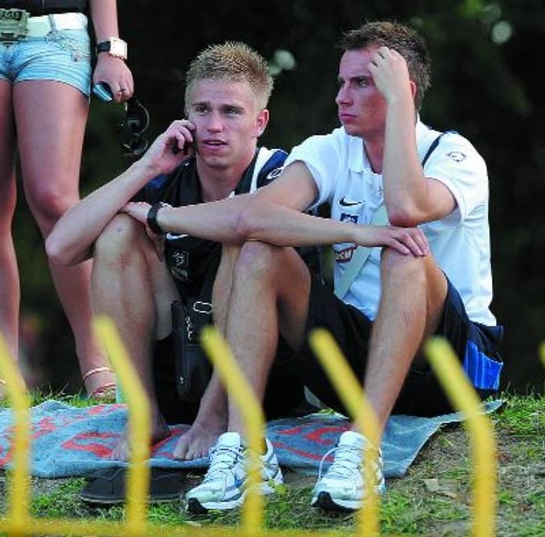 Napastnicy Pogoni, Maciej Ropiejko (z prawej) i Marek Kowal (obok), nie pograli sobie w rundzie jesiennej I ligi za dużo, głównie ze względu na kont