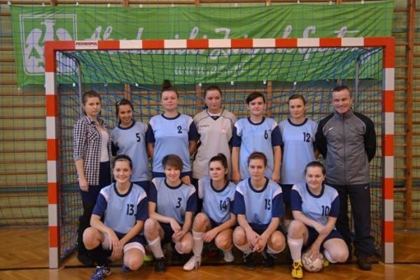Zespół Uniwersytetu Opolskiego. W górnym rzędzie (od lewej): Ewelina Wróbel (prezes Klubu Uczelnianego AZS na uczelni), Dżesika Jaroń, Katarzyna Paruch,