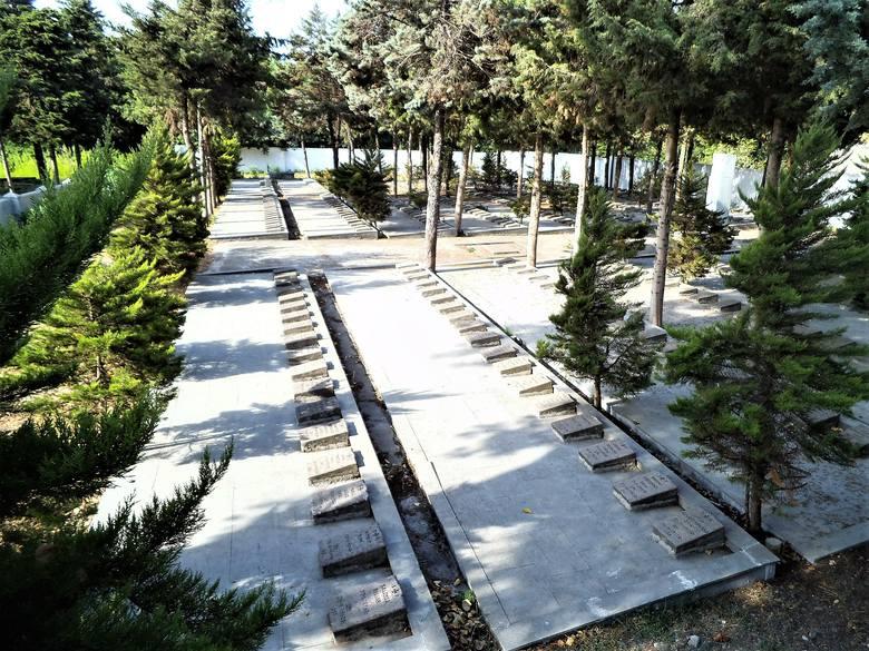 Na polskim cmentarzu w Anzali