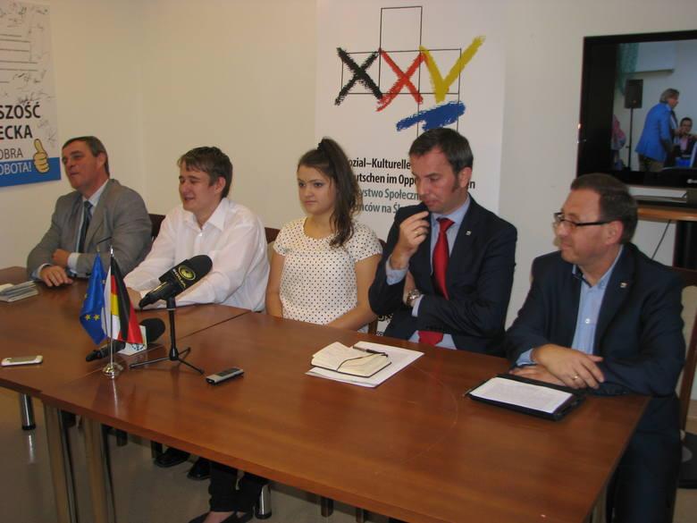 W konferencji w siedzibie TSKN uczestniczyli od lewej: Bernard Gaida, lider VdG, Damian Kleszcz, Ewa Suchińska, Rafał Bartek, przewodniczący zarządu