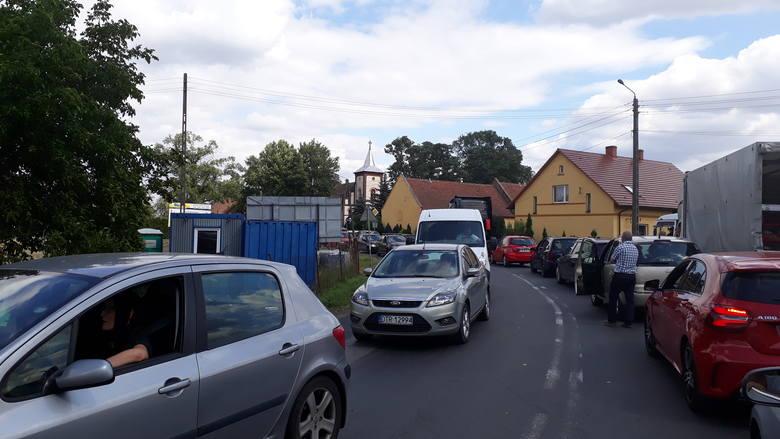 Kierowcy utknęli w potężnych korkach na północy Wrocławia [ZDJĘCIA]