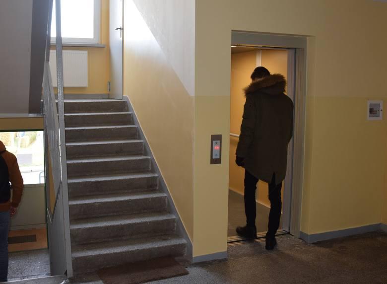 Nowa winda zamontowana w wieżowcu przy ul. Węgierskiej 16 na osiedlu Przyjaźni w Zielonej Górze
