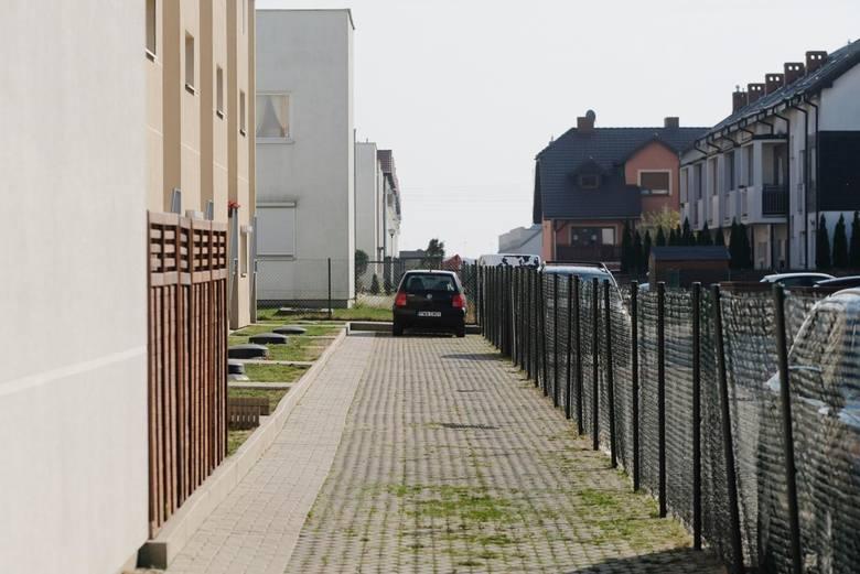 Plewiska: Mieszkańcy skarżyli się na złodziei samochodów. Policja zareagowała po naszej publikacji