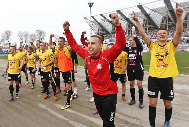 <strong>Stal Rzeszów – Resovia 0:1 (0:0)</strong><br /> <strong>Bramka</strong>: Zaniewski 90.
