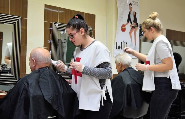 W Zespole Szkół Zawodowych Rzemiosła w Inowrocławiu odbyła się przedświąteczna akcja strzyżenia włosów. Z oferty szkoły mógł skorzystać każdy, i co najważniejsze,