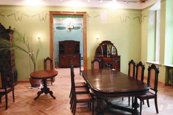 W zielonym salonie muzealnicy pokazali, jak mogła wyglądać jadalnia
