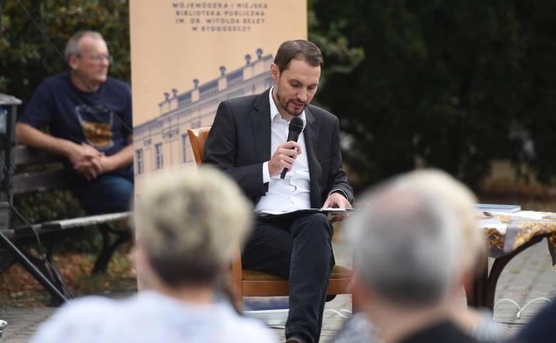 """Akcja Narodowego Czytania """"Przedwiośnia"""" Stefana Żeromskiego odbyła się w całej Polsce w sobotę, 8 września. Włączyła się do niej również Bydgoszcz,"""