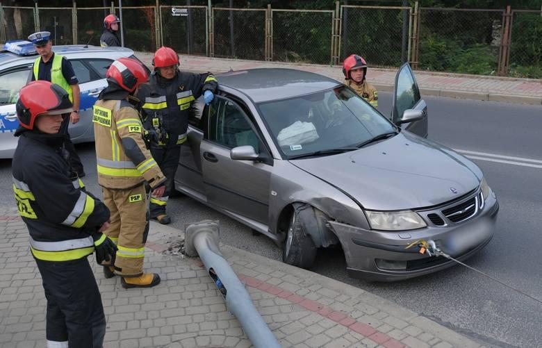 Do zdarzenia doszło w poniedziałek po godz. 17 na skrzyżowaniu ul. Słowackiego z ul. Przemysława w Przemyślu. 19-letni kierowca ssaba jadąc w kierunku