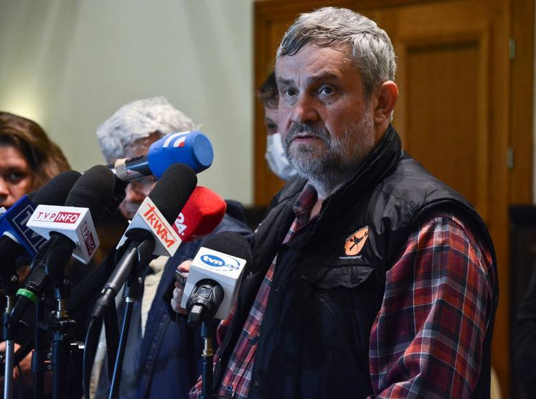 Mówi się, że przeciwnicy ustawy futerkowej planują założyć swój własny klub, do czego potrzeba 15 mandatów, jednak do założenia koła poselskiego wystarczy