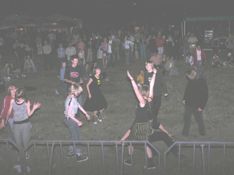 Pamiętacie skierniewicki festiwal folkowy, organizowany zawsze na początku lipca przez ówczesne Młodzieżowe Centrum Kultury? Najpierw nazywał się Folkopranie, ale zawsze padał deszcz, więc zmieniono nazwę na Ethnosferę. Najpierw impreza odbywała się nad zalewem, na koniec przeniesiono ją do...