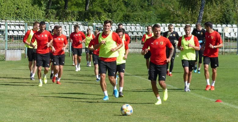 Zupełnie inna atmosfera panowała na środowym treningu Korony Kielce, który poprowadził nowy sztab szkoleniowy na czele ze Sławomirem Grzesikiem. -Jestem