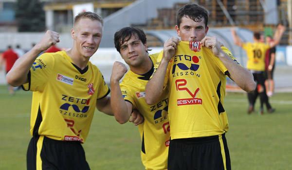 <strong>Stal Rzeszów – Resovia 0:1 (0:0)</strong><br /> <strong>Bramka</strong>: Hajduk 57.
