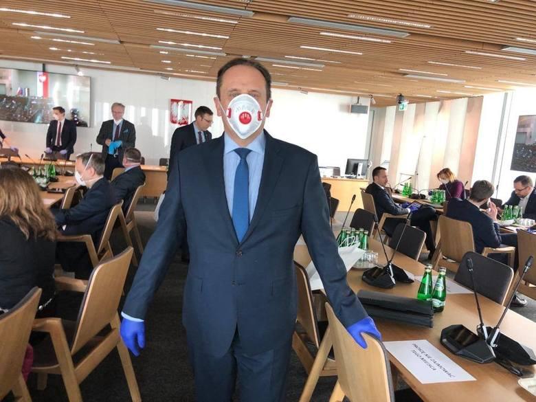 Sądeccy posłowie na obradach Sejmu. Robią sobie selfie w maseczkach [ZDJĘCIA]