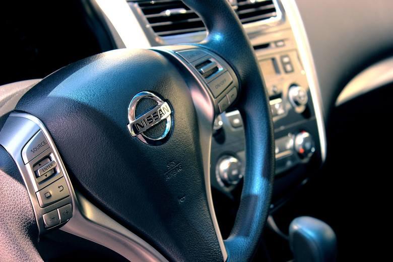 Samochody na licytacjach komorniczych można wylicytować za połowę ich rynkowej wartości. Nic dziwnego, że przyciągają wielu chętnych. Zebraliśmy najświeższe