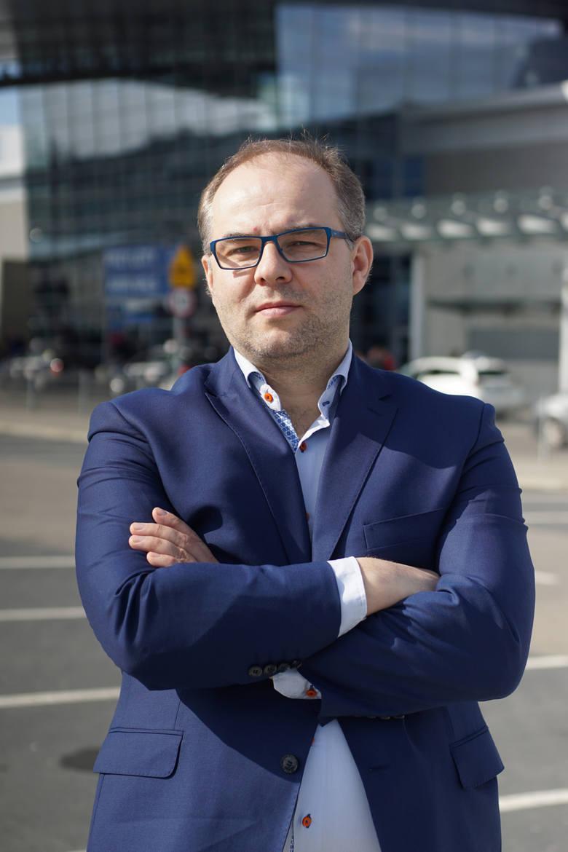 Grzegorz Bykowki, wiceprezes lotniska Ławica w Poznaniu, nie ma wątpliwości, że koronawirus może spowodować ogromne problemy dla przyszłości lotnisk