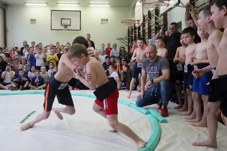 Uczniowie walczyli w Otwartych Mistrzostwach Lublina w sumo (ZDJĘCIA)