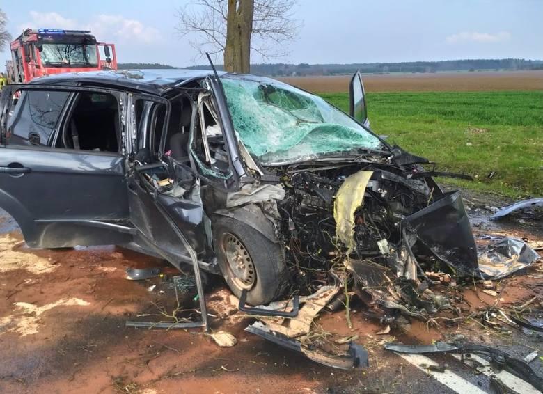 Do poważnego wypadku doszło w niedzielę 18 kwietnia 2021 r. na DW 276, w pobliżu miejscowości Skąpe. Na miejscu pojawiły się  zastępy z JRG Świebodzin