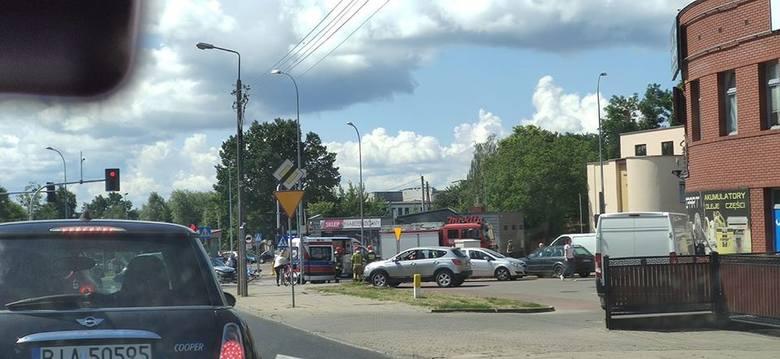 Groźny wypadek na skrzyżowaniu Raginisa i Wysockiego w Białymstoku. Poszkodowani rowerzyści