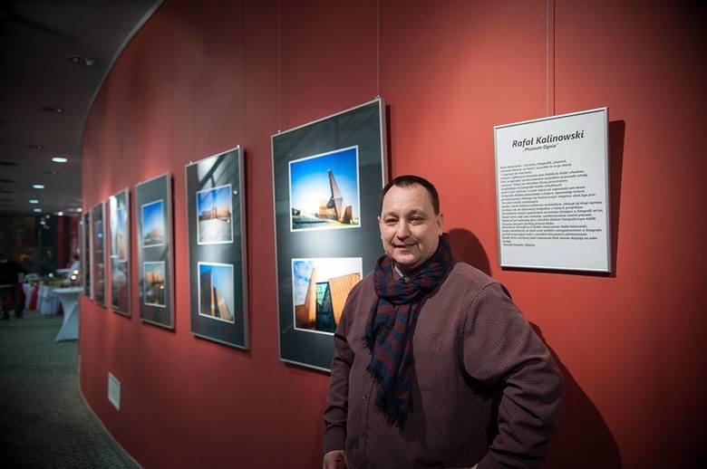"""Podczas tegorocznej gali rozdania nagród miejskich Phoenix Sariensis można było zobaczyć wystawę Rafała Kalinowskiego """"Muzeum ognia""""."""