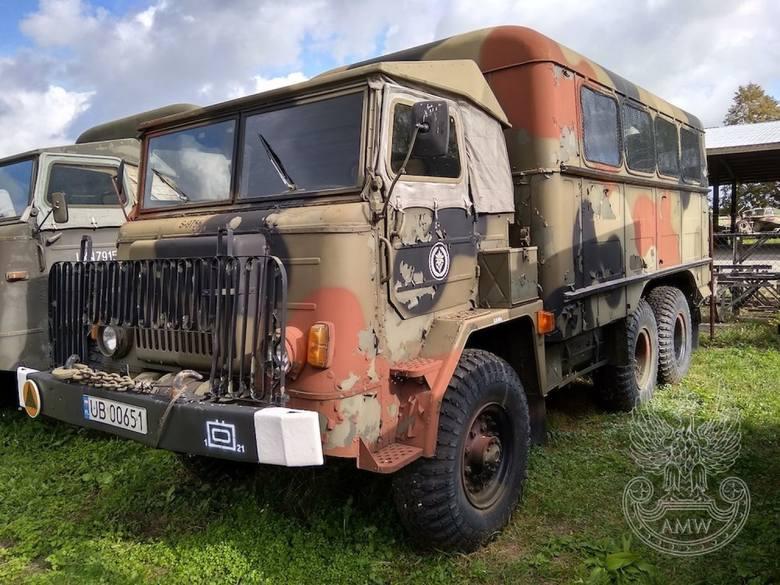 Autobus sztabowy AS-2 na STAR-660M2 (bez specjalistycznego wyposażenia)NR fabryczny: 2332244 Rok produkcji: 1982 Cena: 8000