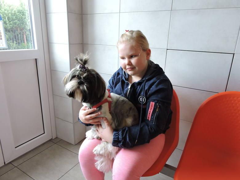 Ala Bobińska ze swoją pupilką Melą, którą dostała od Świętego Mikołaja