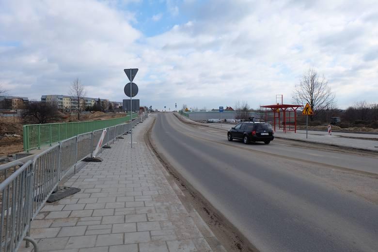 Wcześniejszy termin zakończenia robót był przewidziany na grudzień 2018 roku. Natomiast zgodnie z podpisaną dwa lata temu umową, budowa trasy miała zakończyć