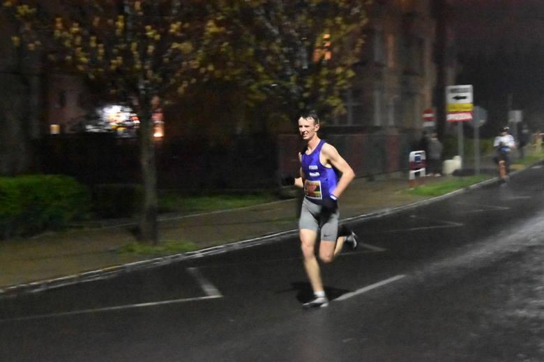 W tym roku w nocnym biegu ulicami miasta na dystansie 10 km wystartowało ponad 1300 zawodników. Tradycyjnie strat i meta Nocnej Dychy znajdowały się