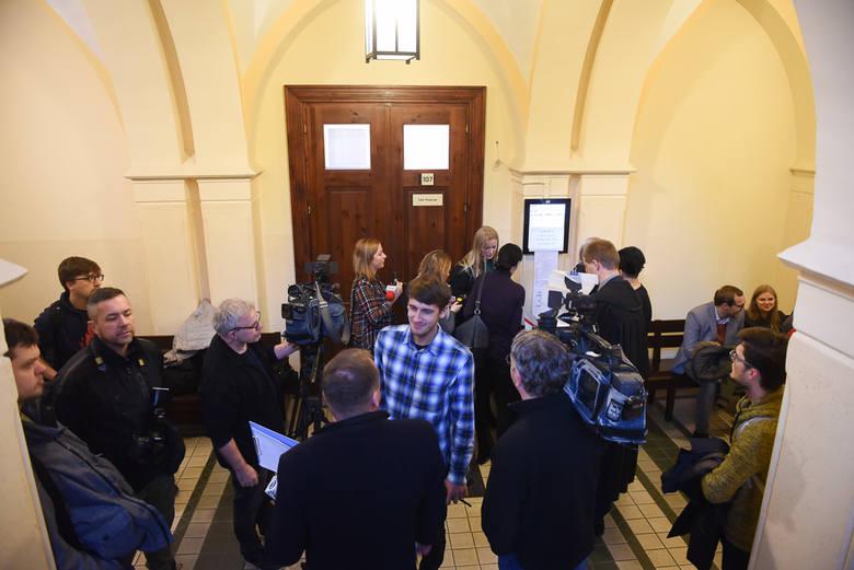 Proces Bartosza D. ruszył dziś (5.12) rano w Sądzie Rejonowym w Toruniu. 30-letni mężczyzna oskarżony jest znęcanie się nad zwierzęciem ze szczególnym