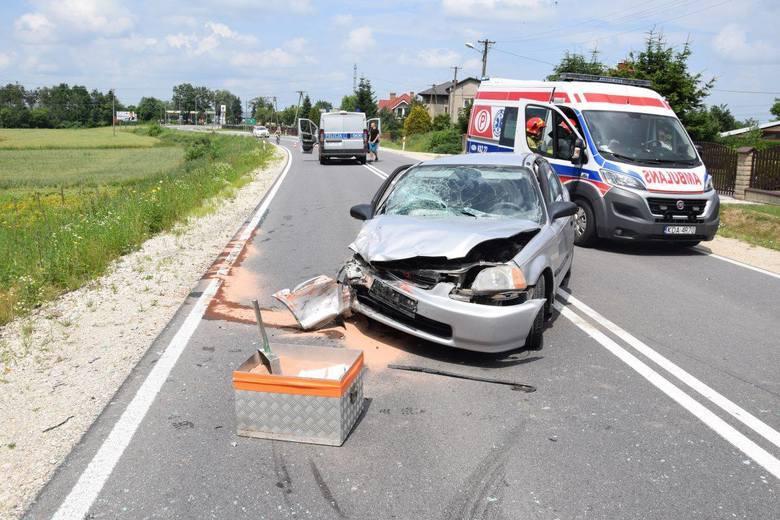 Sprawcą tego wypadku w Niedomicach (pow. tarnowski) była 21-letnia kierująca osobową hondą. Miała blisko 3 promile alkoholu w organizmie.