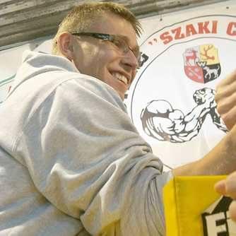 Rafał FiołekMa 22 lata, mieszka w Żarach. Aktualny wicemistrz Polski w kat. 65 kg na lewą rękę. W wolnych chwilach gra na perkusji w jednym z miejscowych