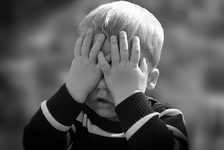 Wielu przyszłych rodziców staje przed tym dylematem - jakie imię wybrać dla dziewczynki, a jakie dla chłopca? Portale parentingowe są pełne porad na