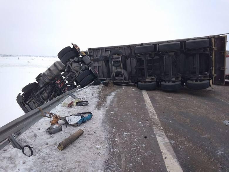 Do zdarzenia drogowego doszło we wtorek około godziny 13.20  na obwodnicy Zambrowa. W wypadku uczestniczyły dwa pojazdy.