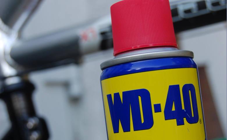 Popularny środek WD-40 ma wiele zastosowań. Pomaga m.in. w usunięciu plam z ubrań.