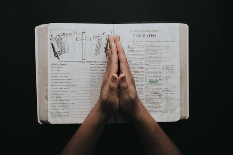 Potrzebujesz pomocy? Oni załatwią sprawę. 10 najpomocniejszych świętych orędowników