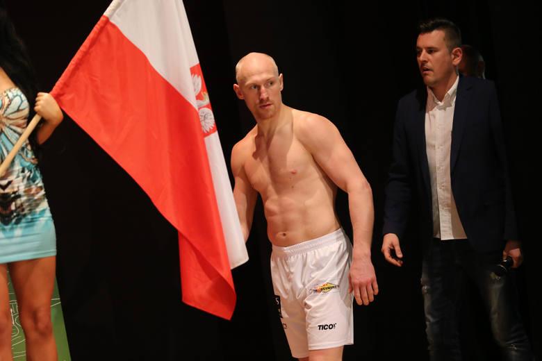 """Krzysztof """"Diablo"""" Włodarczyk rok temu w Sosnowcu walczył z Rosjaninem Walerym Brudowem  i wygrał przez nokaut już w drugiej rundzie"""