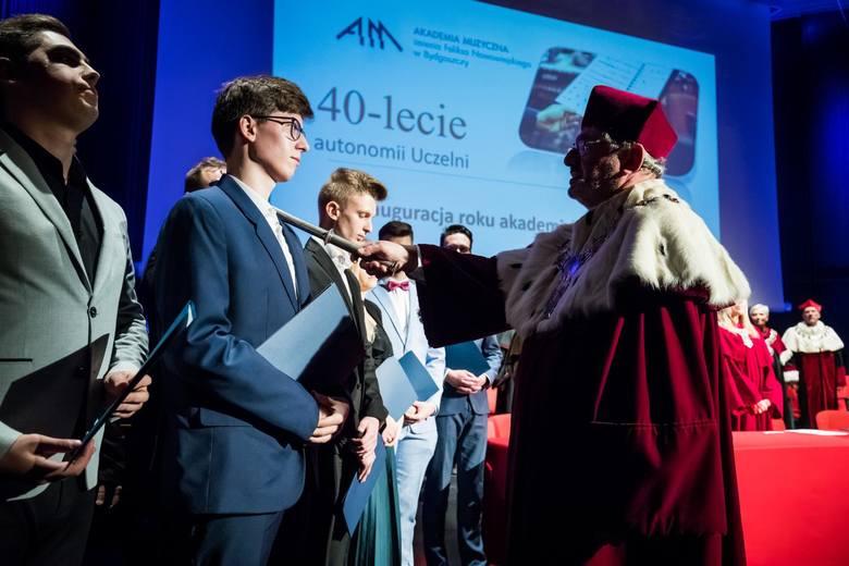 Koncert absolwenta bydgoskiej Akademii Muzycznej Szymona Nehringa zgromadził w poniedziałek licznie melomanów. Wieczorny występ finalisty XVII Międzynarodowego