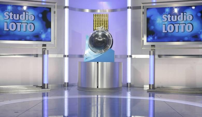 Losowanie Lotto 18.03.2017 - WYNIKI LOSOWANIA. Losowanie na żywo o godzinie 21.40 w TVP Info. Wyniki Lotto również online na naszej stronie internetowej.